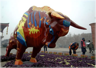 'Colorful bull' to greet Chinese new year.
