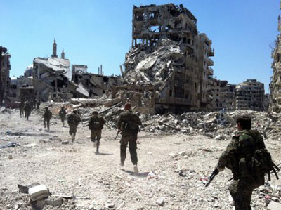 Syrian government forces patrol the Khalidiyah neighborhood in the central city of Homs on July 28, 2013. Photo: Agence France Press.